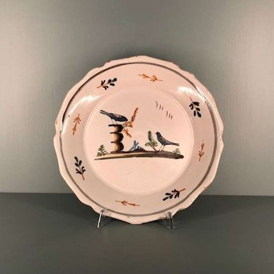 18th century N. French faience plate depicting two birds