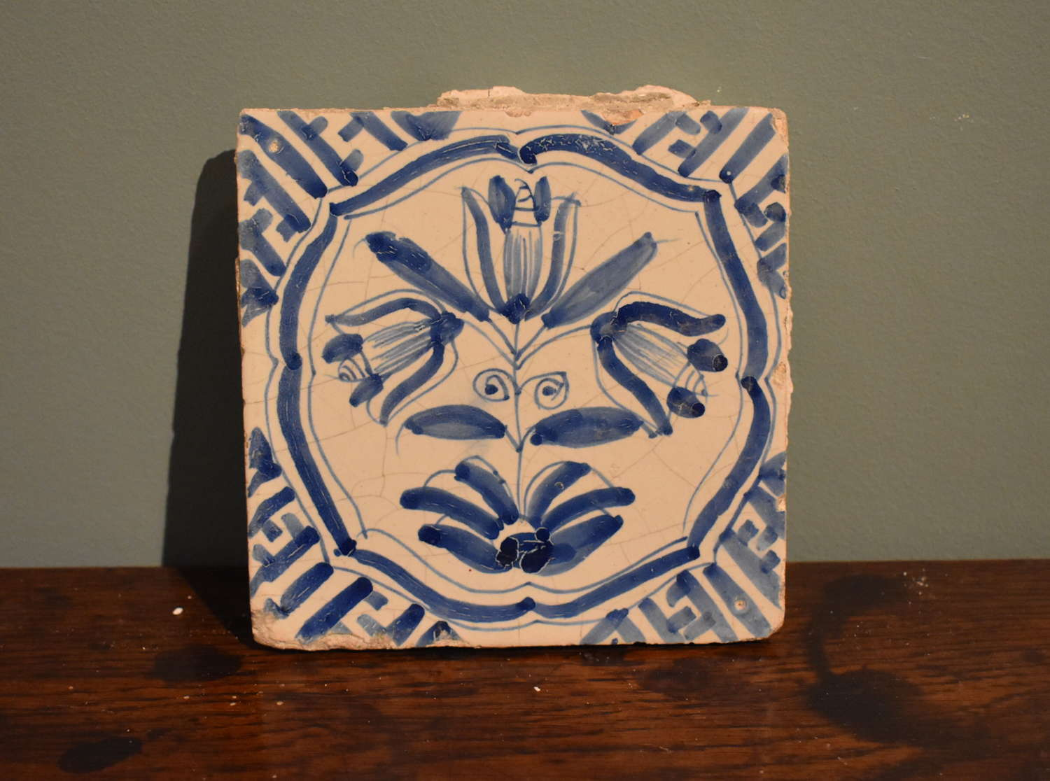 17th c. Dutch Delft 'Accolade' tile with Wanli corners